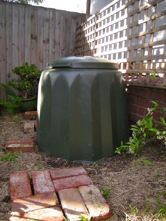 Compost Bin for coffee grounds and kitchen scraps