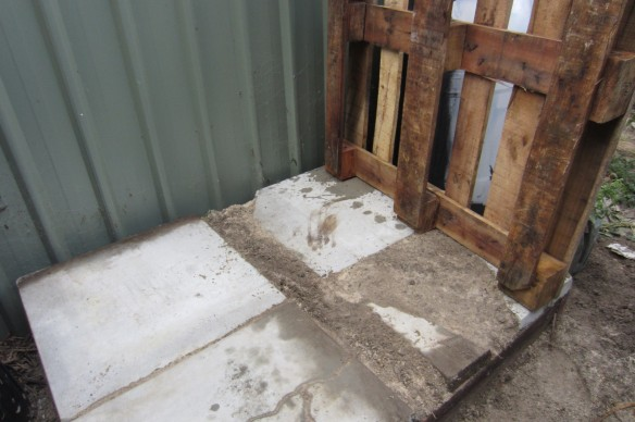 add slabs as floor for IBC pallet