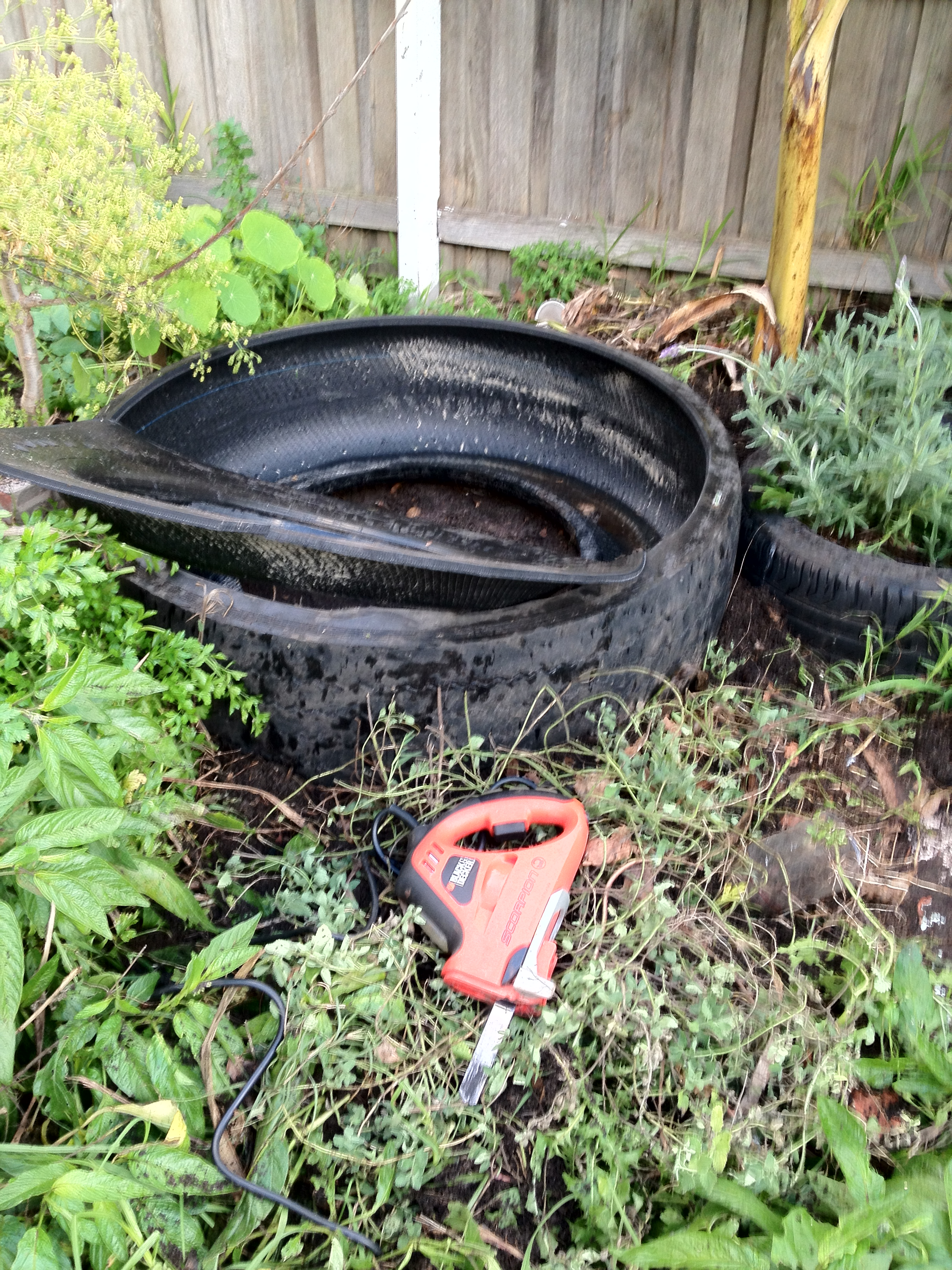 tyre cutting inner rim away - Garden Ideas Using Tyres