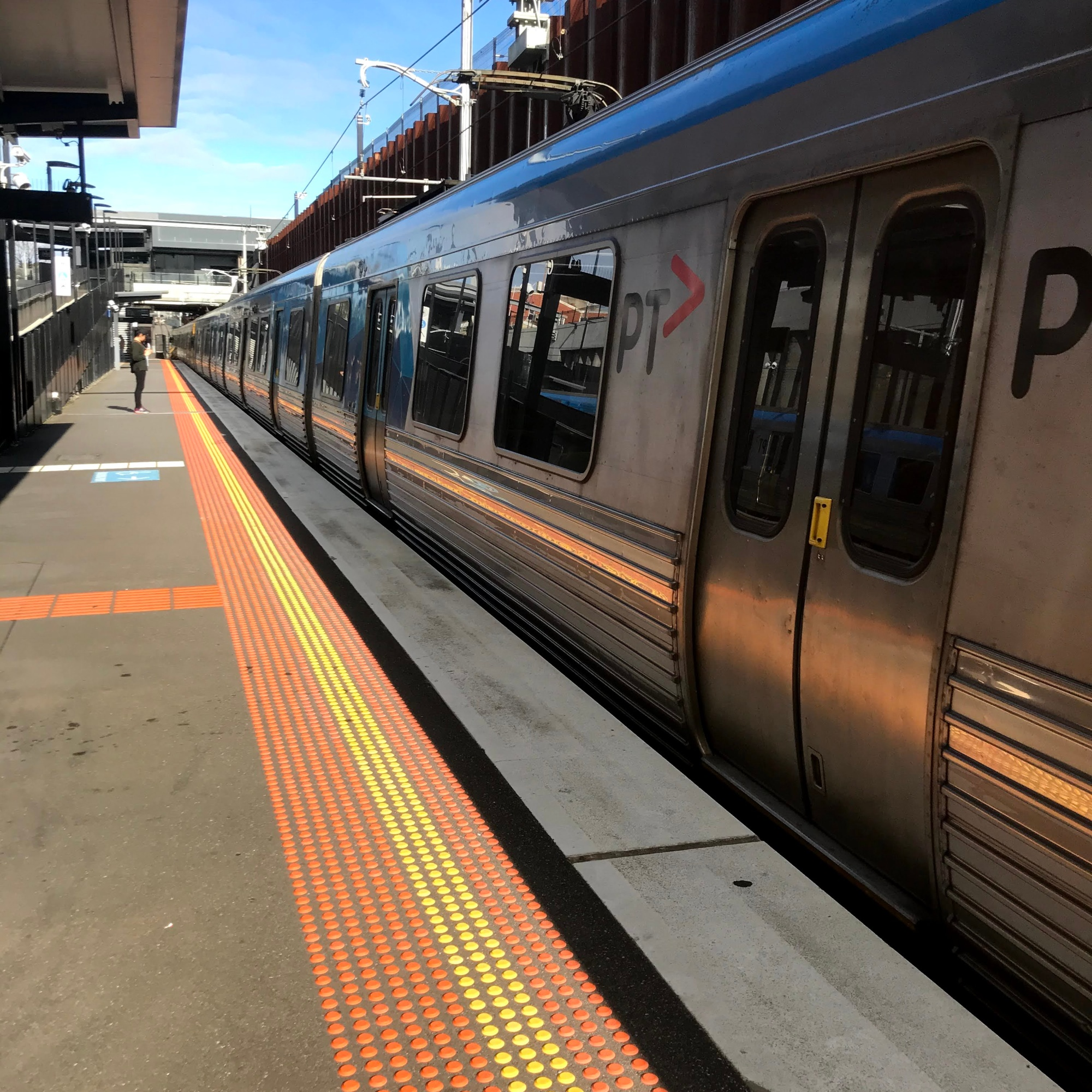 Empty train waiting at Bentleigh station